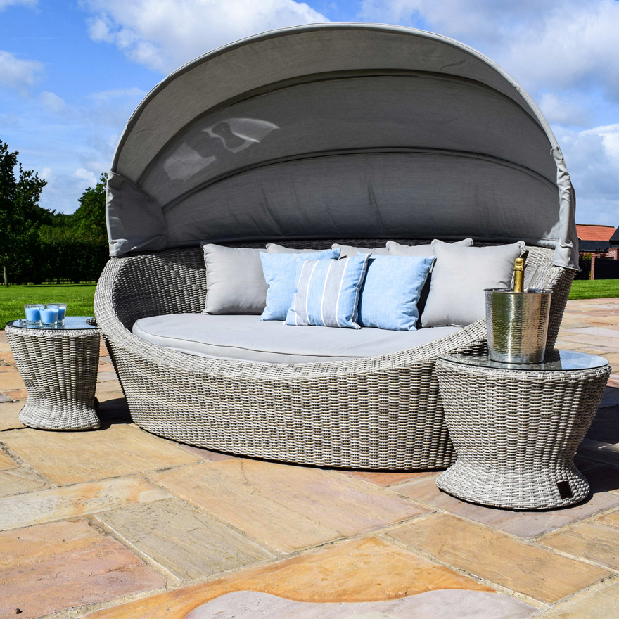 Cambridge Daybed With Side Tables